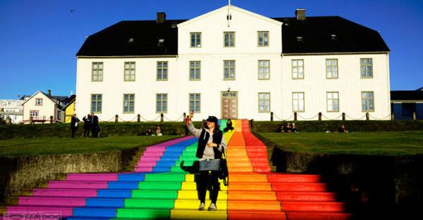 冰島百年老校用超美的方式力挺同志|淡藍網