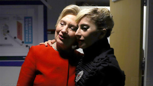 11月8日,Lady Gaga(右)出席希拉里(左)競選集會